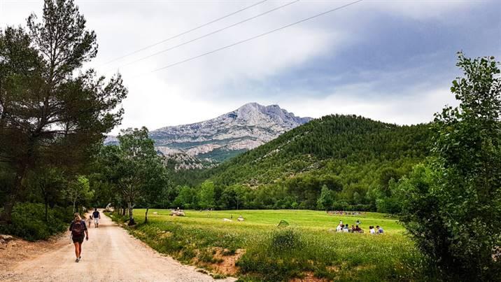 Chemin de Roques-Hautes depuis le Barrage de Bimont